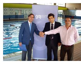 Los abogados granadinos podr n practicar nataci n de forma for Piscina municipal de granada