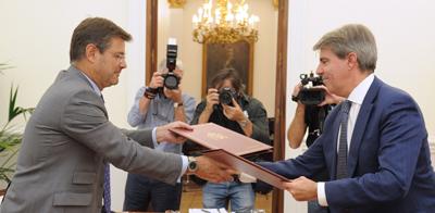 Comunidad de madrid recibe de justicia m s de un mill n de for Convenio oficinas y despachos comunidad de madrid