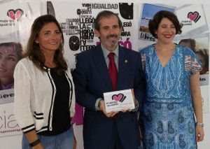 Mujeres en Igualdad de Fuengirola premia al Colegio de Abogados de Málaga por su implicación contra la violencia machista