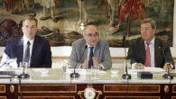 De izquierda a derecha, Fernando P. Méndez, secretario de la Fundación Coloquio Jurídico Europeo; Benigno Pendás, director del Centro de Estudios Políticos y Constitucionales; y Gonzalo Aguilera, decano-presidente del Colegio de Registradores