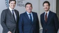 David Arias, Miguel Riaño, socio director de la oficina española de Herbert Smith Freehills, y Eduardo Soler-Tappa, director del departamento de Litigación y Arbitraje del bufete en España