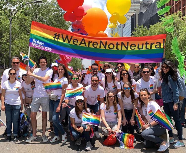 Baker McKenzie marcha LGBT+ en México
