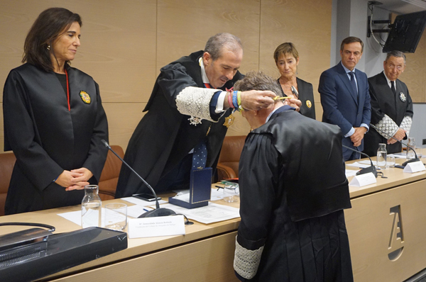 Javier Cremades Medalla de Honor al letrado del Colegio de Abogados de Málaga