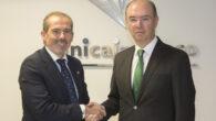 el Director Territorial de Unicaja Banco en Málaga, José Manuel Alba, y el Decano del Colegio de Abogados de Málaga, Francisco Javier Lara