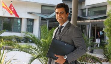 El abogado penalista experto en delitos de robo y hurto, Juan Gonzalo Ospina, a la salida de los juzgados