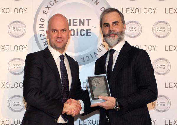 Luis Alfonso Fernández Manzanorecibe el ILO Client Choice Awards 2020