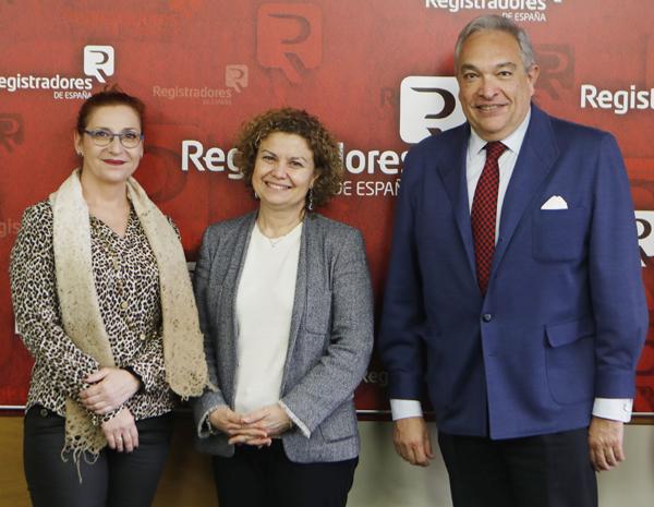 Rosalía Fernández Alaya, María Emilia Adán y José Ramón Martín Marco, miembro de la Junta de Gobierno del Colegio de Registradores y vocal de Mediación