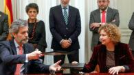 La decana del Colegio de Registradores de España, María Emilia Adán, y el presidente del Consejo General del Poder Judicial (CGPJ), Carlos Lesmes