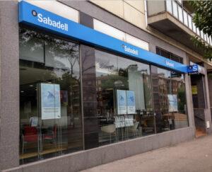 Un vecino de Gijón recupera 30.000 euros al Banco Sabadell