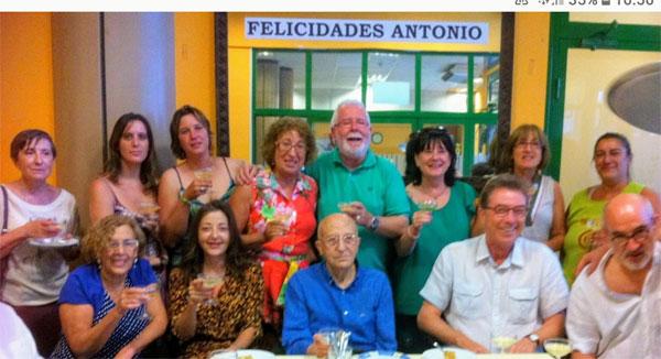 Antonio Montesinos recibe el homenaje de compañeros