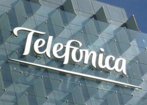 Latham & Watkins asesora a Telefónica en la venta de una participación mayoritaria de su red de fibra óptica en Chile a KKR