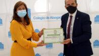 Gemma del Corral y Francisco Javier Lara, con el certificado de calidad
