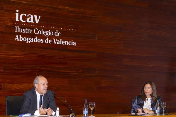 El ministro de Justicia, Juan Carlos Campo y la decana del ICAV, Auxiliadora Borja