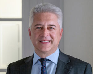 Javier Hernández, Counsel de Toda & Nel-lo