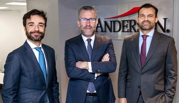 Ricardo Pla, director, José Vicente Morote, socio director,  y Borja de Gabriel, socio