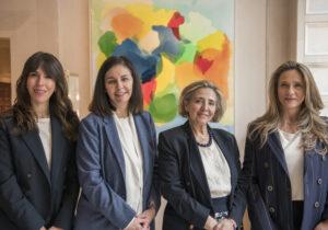 La directiva de AMAFI: Delia Rodríguez (Secretaria), Paloma Zabalgo (Vicepresidenta), Paloma Abad (Presidenta) y Diana Carrillo (Tesorera)