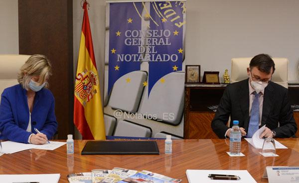 Soledad Atienza, decana de IE Law School y José Ángel Martínez Sanchiz, presidente del Consejo General del Notariado