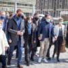 Los participantes en el encuentro de la izquierda intentan organizar una foto de familia ante la prensa, en París, el 17 de abril de 2021. Jean-Claude Coutausse para Le Monde.