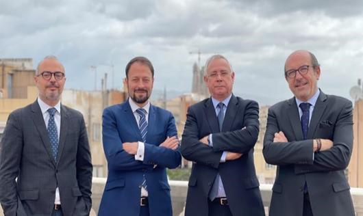 Jordi Rovira, CEO de AGM Abogados,  con los socios del área Laboral Jonathan Gil, Joaquín Abril y Luis San José