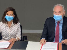 Marisa García Camarero, secretaria general de Sareb, y por Juan Carlos Estévez Fernández-Novoa, presidente del Consejo General de Procuradores de los Tribunales de España