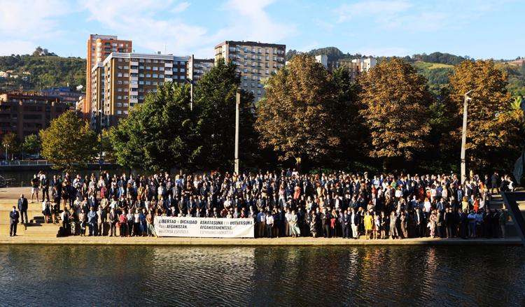 Concentración de todos los asistentes en solidaridad con Afganistán