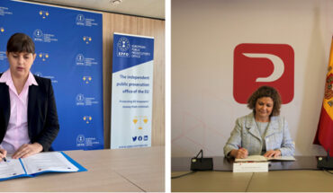 La fiscal General Europea, Laura Codruța Kövesi, y la decana del Colegio de Registradores, María Emilia Adán