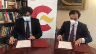 Antón Leis García y Enrique Maside, durante la firma del convenio