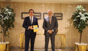 Juan Pujol, presidente de Lefebvre, y Antonio Garamendi, presidente de CEOE